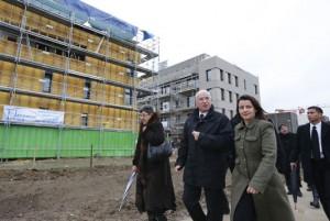 Cécile Duflot a déjà revêtu de la redingote de Staline pour inspecter le chantier de la future cité du peuple