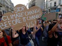 """Plus de 12.000 participants à la """"Marche pour le climat"""" à Paris - Challenges.fr"""